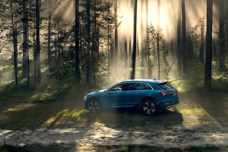 Audi e-tron приоткрыл дверь в электрическое будущее