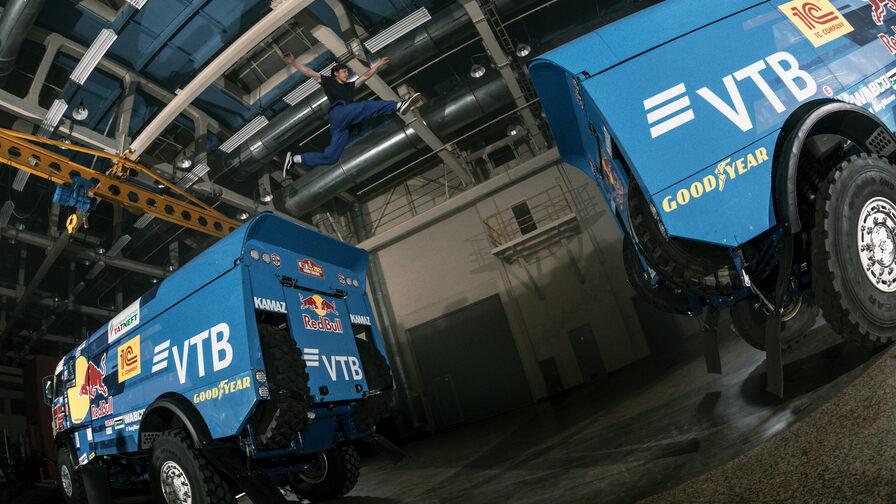 Известный российский трейсер устроил паркур на базе команды «КАМАЗ-мастер»